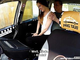 सबसे मुश्किल किशोरों को मुफ्त टैक्सी की सवारी मिलती है