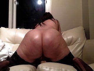 वेबकैम पर गोल - मटोल सेक्सी श्यामला dildo