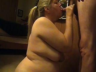 सेक्सी पत्नी blowjob