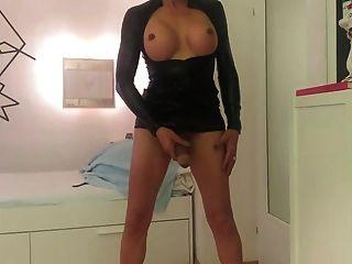 जर्मन शौकिया किन्नर कैम पर masturbates