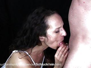 जर्मन महिला के साथ गहरे गले