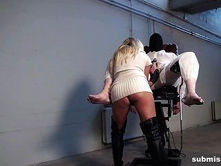 submissed.com barra और उसके दो सह दास