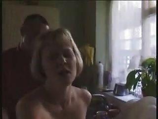 stp1 गर्म अंग्रेजी milf रसोई में fucked हो जाता है!