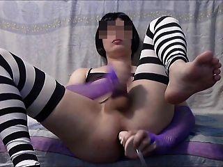 सीसी dildo और cums के साथ खेलता है