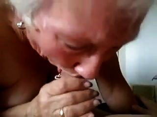 दादी उसे एक गंभीर blowjob देता है!