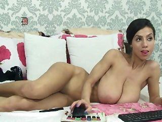 बड़े saggy स्तन के साथ पतली लड़की
