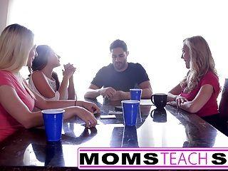 momsteachsex गर्म माँ और पड़ोसी के साथ किशोरों की नंगा नाच बकवास