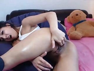 सेक्सी लड़की अपने छेद और सह के साथ खेलते हैं