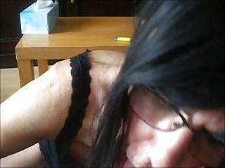 कामोत्तेजक चूसने और गर्म क्रीम निगलने