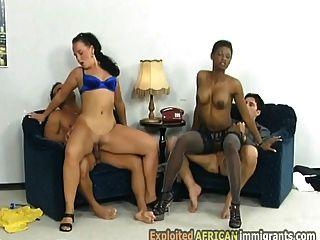 2 पौंड बड़े लूट आप्रवासी लड़कियां