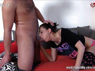 मेरे गंदे शौक Fickschnitte 18 सोफे पर fucked हो जाता है