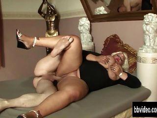 बहुत मोटी जर्मन महिला मुर्गा ले लो