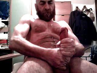 बड़ा डिक डैडी भालू अपने दाढ़ी पर शूटिंग