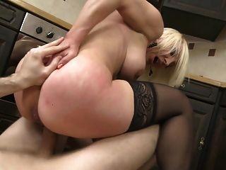 रसोई और milf के साथ रसोई पर निषेध सेक्स