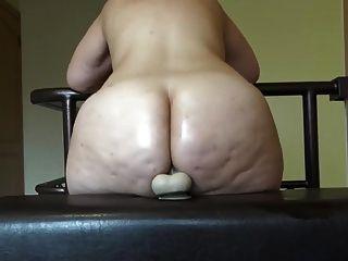 सेक्सी युवा बीबीडब्ल्यू एक dildo के साथ उसके गधे में फंस गया