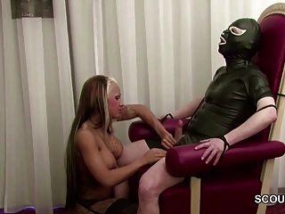 गर्म नीचे पहनने के कपड़ा handjob और बकवास में जर्मन femdom किशोरों