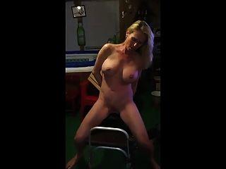 सेक्सी मादा एक सिबियन की कोशिश करता है