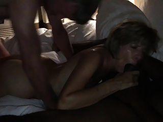 amateurhorny.sexy milf दो सींग का बना पुरुषों द्वारा कठिन fucked