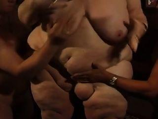 मोटी जर्मन BBW दादी मौली दो पुरुषों के साथ खेलता है