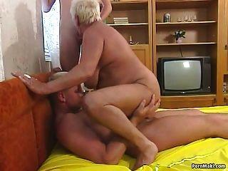 त्रिगुट कमबख्त के साथ गोल - मटोल दादी