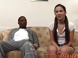 क्रिस्टीना बड़ा काला गन्नेसमस मास्टस्टिक चाहता है