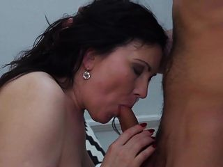 गर्म गर्म महिला और उसके छोटे प्रेमी 299