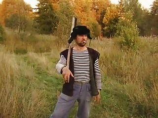एसबी 3 रैंडी रूसी किसान!