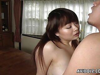 एशियाई busty कुतिया उसे बालों भरा भरा जाता है
