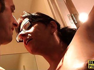 बीडीएसएम ब्रिट एम्बर चेहरे वर्चस्व से पहले squirts