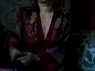 स्काइप पर गर्म रूसी परिपक्व माँ एलेना खेलते हैं