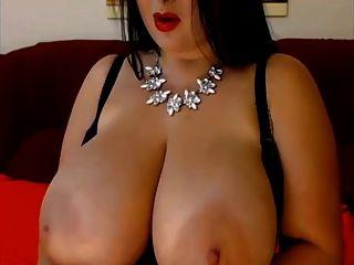 एक प्राइमर बड़ा उत्तम दर्जे का विशाल प्राकृतिक स्तन श्यामला
