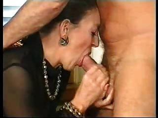 फ्रेंच दादी और जर्मन सज्जन (जो इस महिला है)?