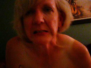 परिपक्व गोरा बीबीसी पर impaled