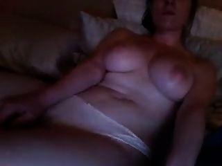 गर्म लड़की देख अश्लील और हस्तमैथुन