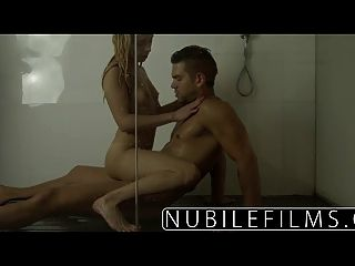 खूबसूरत गोरा के लिए कट्टर मुर्गा सवारी nubilefilms