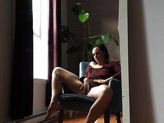 सींग का बना हुआ महिला अकेले घर है