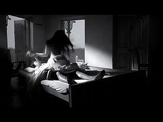 अंधेरे चॉकलेट में अभिनेत्री रिया सेन हॉट सीन