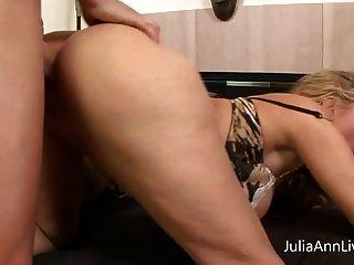 busty milf जूलिया एन gets बड़ा मुर्गा के साथ pov fucked हो जाता है!