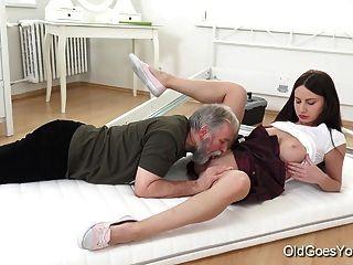 बूढ़ा जा रहा है युवा निकिता सबसे अद्भुत सेक्स है