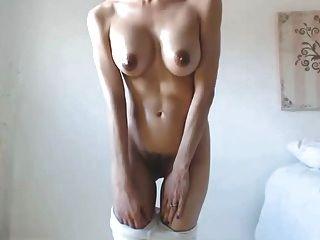गर्म बेब बड़े स्तन स्तन अंधेरे निपल्स बालों वाले cameltoe बिल्ली