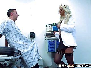 अद्भुत गोरा ब्रूके ब्रांड उसके रोगी द्वारा pleasured हो रही है