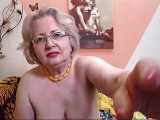 वेब कैमरा पर पैग दादी मॉडल जानता है कि उसे कैसे काम करना है 69084