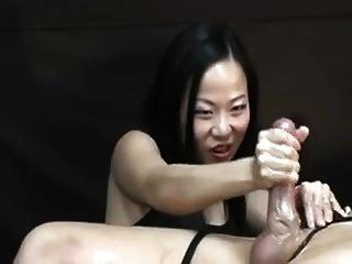 एशियाई महिला उसे उत्पीड़न handjob पोस्ट में यातना