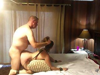 गर्म विनम्र मिठाई बढ़ा रही है और spanked