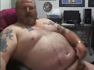 सींग का masturbates और cums