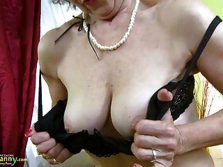 पुराने परिपक्व महिला एकल हस्तमैथुन showoff