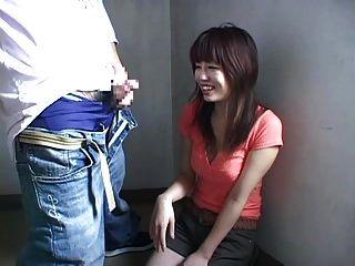शौकिया जापान लड़की बड़े संभोग सुख में मदद करता है