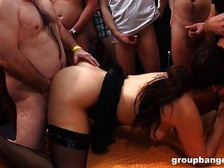 groupbanged.com द्वारा 2 शौकिया लड़कियों के लिए कंबथ