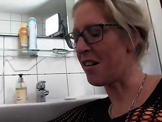 बस्टी परिपक्व जर्मन महिला के साथ रीयिंग स्विंगर हॉट हार्ड सेक्स