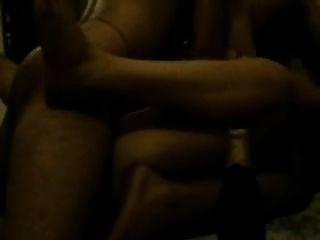 मुंबई के वेश्या में एक होटल के कमरे में गैंगबैंंग हुआ